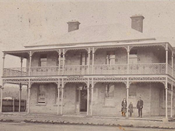 old photo of the front of richmond arms hotel tasmania